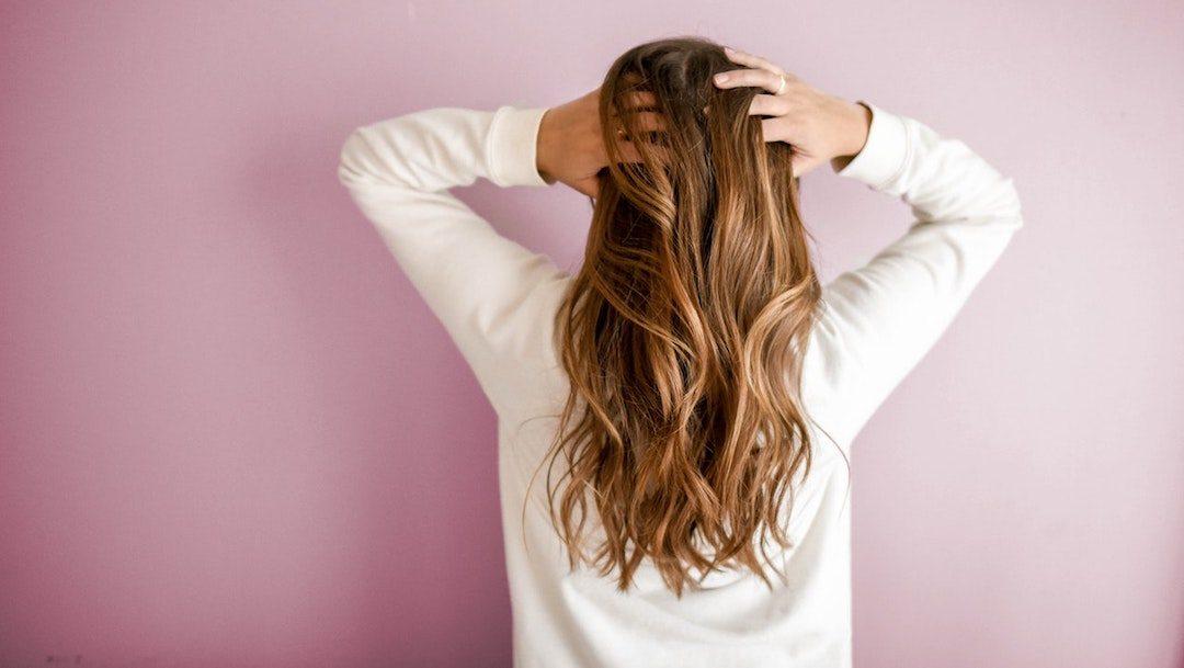 ¿Se te cae el cabello? Evítalo tomando levadura de cerveza
