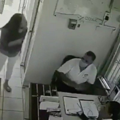Video: Llaman 'Lady Manotazos' a exfuncionaria de Durango por golpear a vigilante