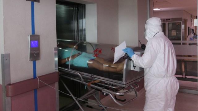 Traslado de pacientes con coronavirus. (Cuartoscuro)
