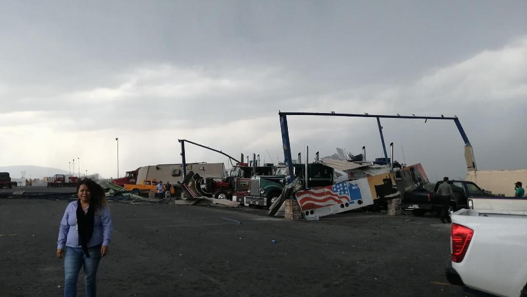 Tornado y tormenta en Nuevo León dejan dos muertos