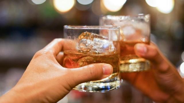Mueren 17 personas por ingerir alcohol adulterado en Puebla