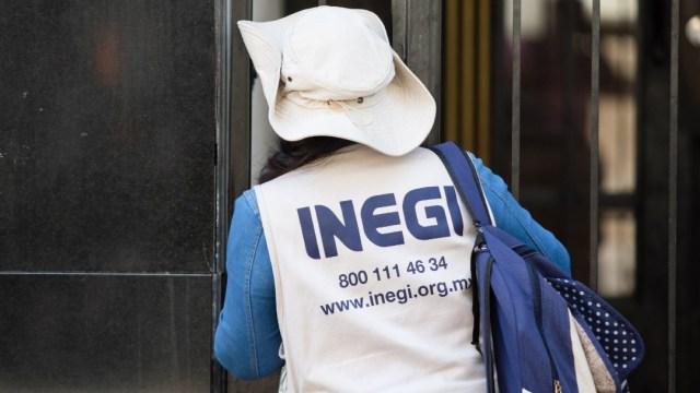 rabajadoras del INEGI visitan un domicilio en las calle del Centro Histórico. (Foto: Cuartoscuro)