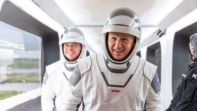 Trajes Astronautas SpaceX NASA Diseñador Javier Fernández Foto