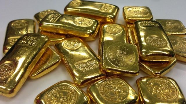 Niños encuentran lingotes de oro en casa de su abuela ya fallecida