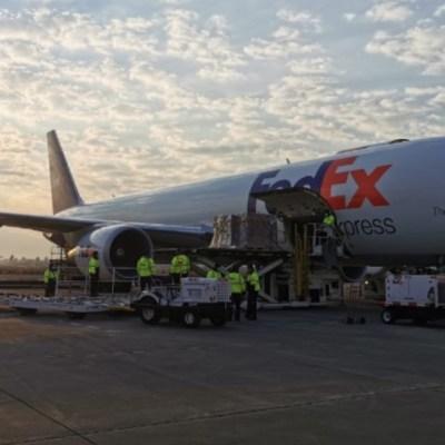 Tercer avión de EEUU con insumos médicos para coronavirus llega a México