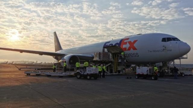 Un avión de FedEx aterrizó en el Aeropuerto Internacional de Toluca. @m_ebrard