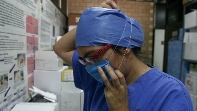 Médicos y médicas estudiando una especialización. (Foto: Cuartoscuro/archivo)
