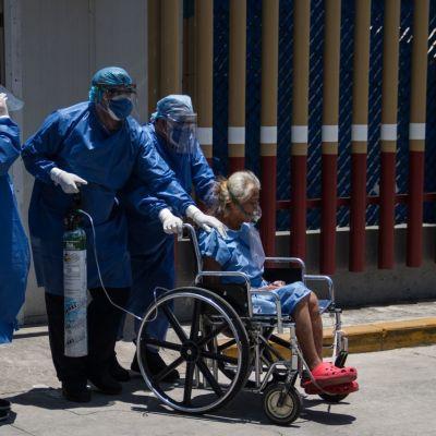 Familiares de pacientes con coronavirus denuncian cobro del IMSS a no derechohabientes