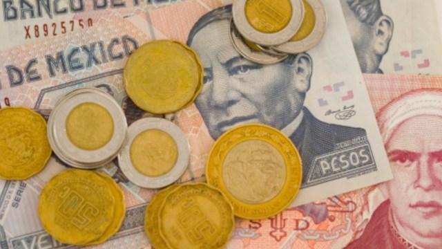 Monedas y billetes mexicanos. Getty Images/Archivo