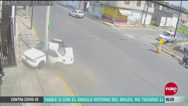 FOTO: 24 de mayo 2020, muere conductor tras chocar contra poste de luz en chalco