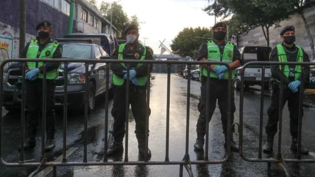 Caen dos ladrones de camioneta en Iztapalapa