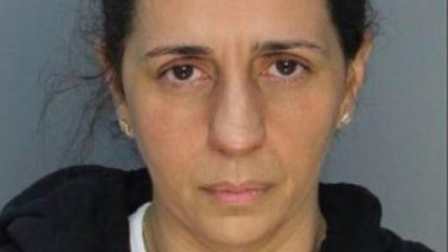 Patricia Ripley, fue detenida en Miami como presunta responsable de la muerte de su hijo autista de 9 años. (Foto: @lindaterrelonge)