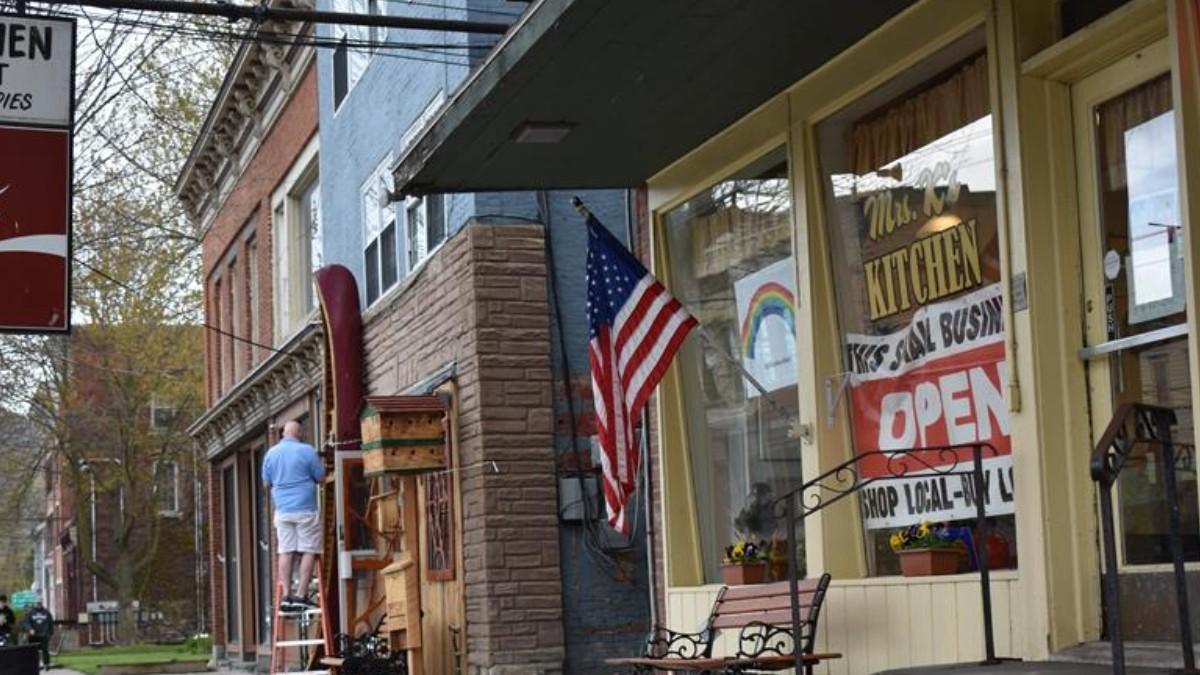 Nueva York reabre gradualmente economía en varias regiones