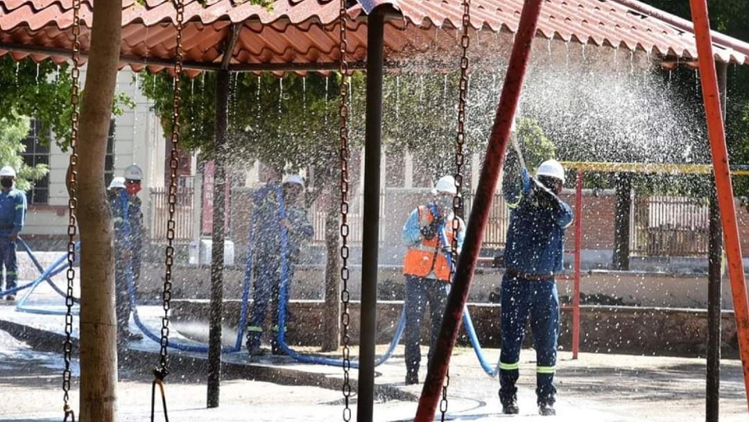 Sanitizan espacios públicos en Sonora para regresar a la Nueva Normalidad