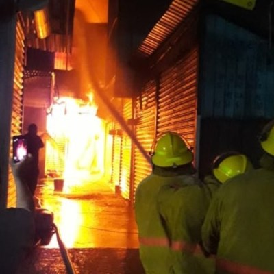 Se registra fuerte incendio en Central de Abasto de Oaxaca