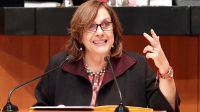 Senadora de Morena muestra su torso desnudo durante reunión