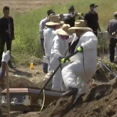 Sepultureros de Tijuana, rebasados por entierros de muertos por COVID-19