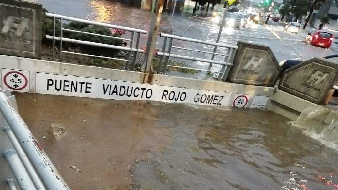 Sobrevive hombre arrastrado por la corriente en Pachuca