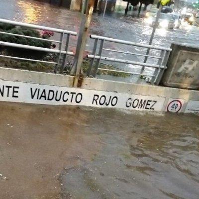 Sobrevive hombre arrastrado por corriente tras fuertes lluvias en Pachuca, Hidalgo