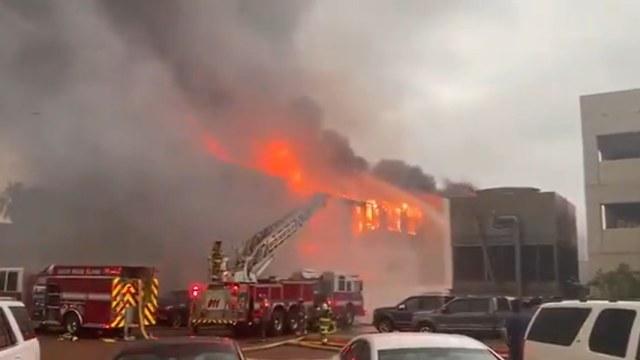 Foto: Controlan incendio en edificio de Isla del Padre, en Texas , 15 de mayo de 2020, (Captura de Video)