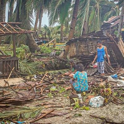 Tifón Vongfong deja un muerto y graves daños a su paso por Filipinas