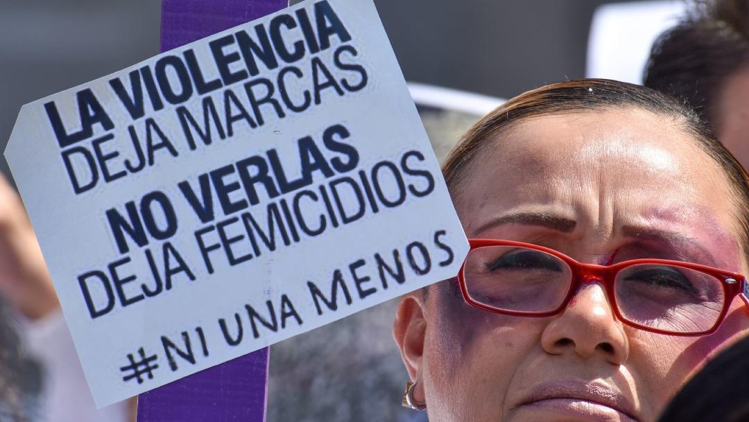 Foto: Mujeres realizaron una cadena humana en contra de los feminicidios y la violencia de género, 7 mayo 2002