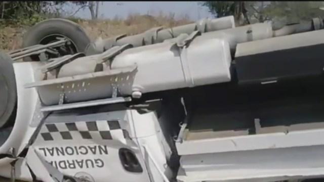 FOTO: Vuelca vehículo de la Guardia Nacional en Jalisco; hay 7 heridos, el 5 de mayo de 2020