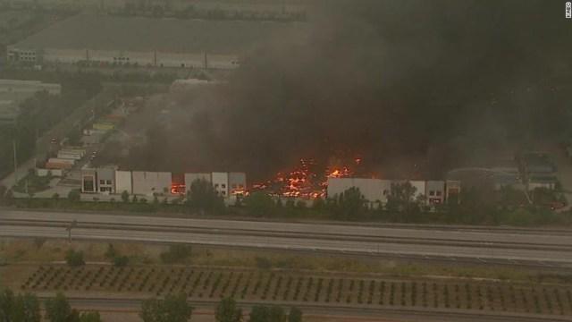 Foto: Incendio destruye almacén de Amazon en California, 5 de junio de 2020, (Getty Images, archivo)