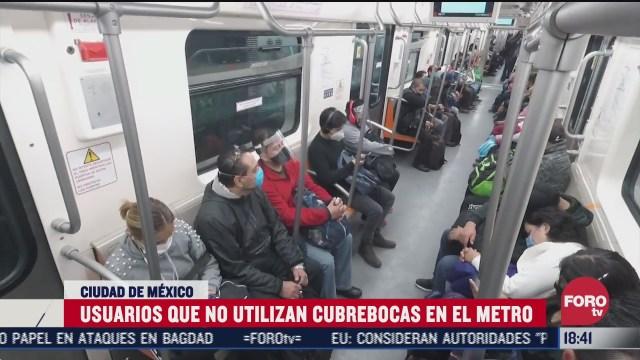 algunos usuarios del metro no usan cubrebocas