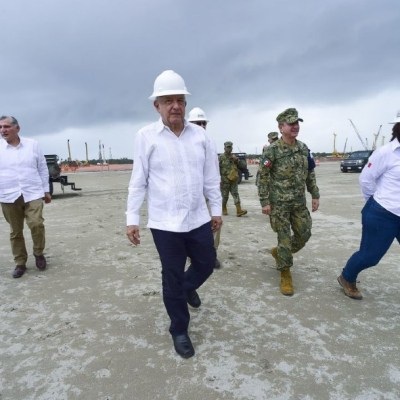 AMLO evalúa trabajos en la refinería Dos Bocas, Tabasco