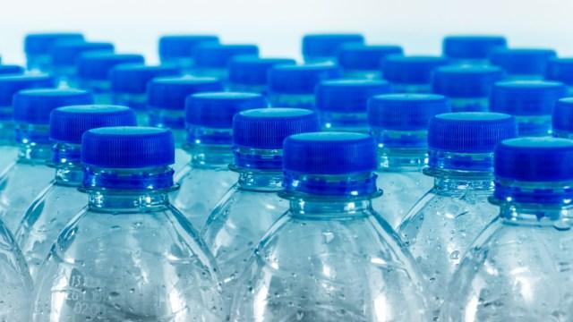 botellas-plastico-tapa-azul
