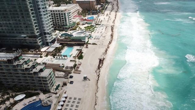 FOTO: Sin miedo al coronavirus, turistas empiezan a llegar al Caribe mexicano, el 13 de junio de 2020