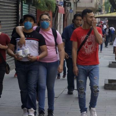 Un grupo de personas caminan por la calles del Centro de la Ciudad de México durante la pandemia del coronavirus. (Foto: Cuartoscuro)