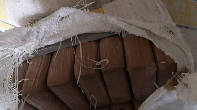 El imputado y el narcótico fueron puestos a disposición de la FGR. (Foto: Noticieros Televisa)