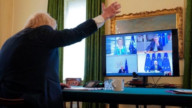 Primer ministro de Reino Unido negocia pacto post-Brexit