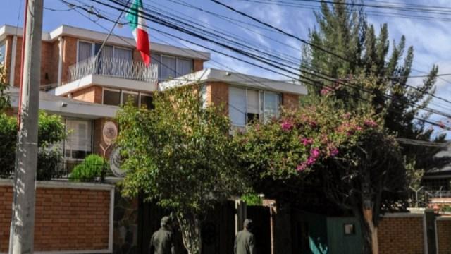 Activistas levantan bloqueo en embajada de México en Bolivia