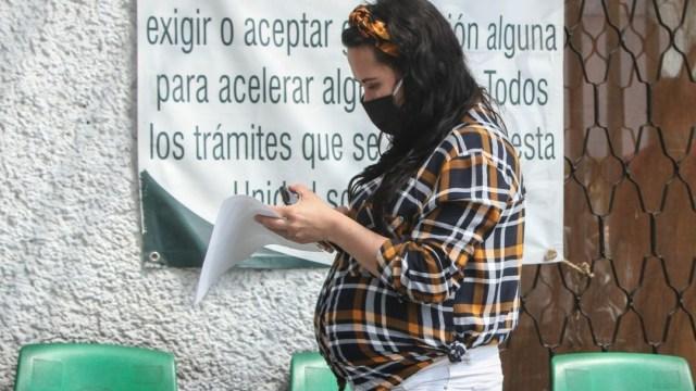 Embarazadas corren más riesgo de neumonía por COVID-19: estudio