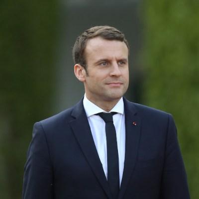 Macron anuncia reapertura de bares, restaurantes y residencias de mayores en Francia