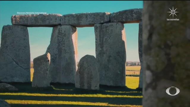 encuentran circulo de pozos en stonehenge