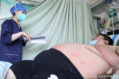 Hombre Sobrepeso Cama Hospital Médico Foto