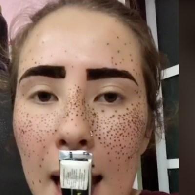 Video: Hace reto viral de TikTok y termina con la cara