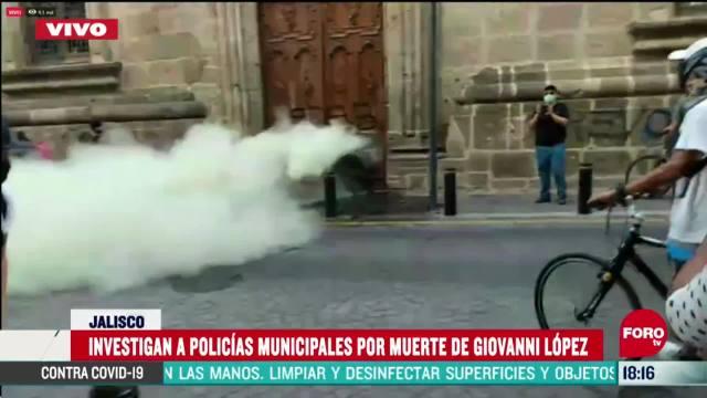 FOTO: lanzan gas a manifestantes desde palacio de gobierno de guadalajara