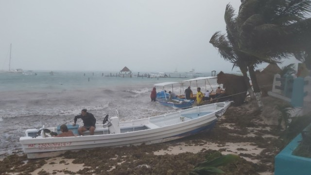 Prevén rachas de viento de 60 a 70 km/h y oleaje de 2 a 4 metros de altura en el litoral de Yucatán y Quintana Roo. (Foto: Cuartoscuro)
