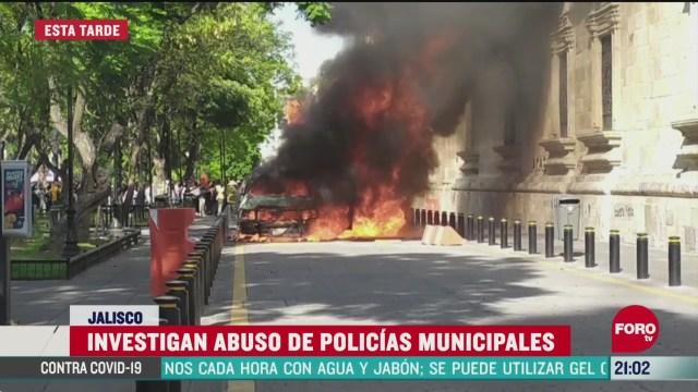 manifestantes prenden fuego a policia de guadalajara