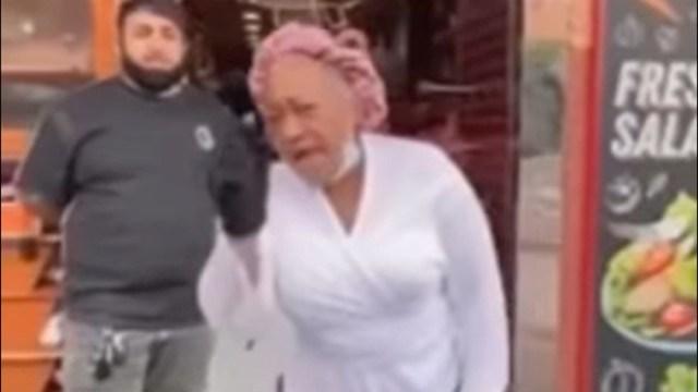 Mujer afroamericana se queja de las protestas por la muerte de La mujer afroamericana mostró su molestia tras el saqueo que sufrió su tienda durante las protestas por la muerte de George Floyd.