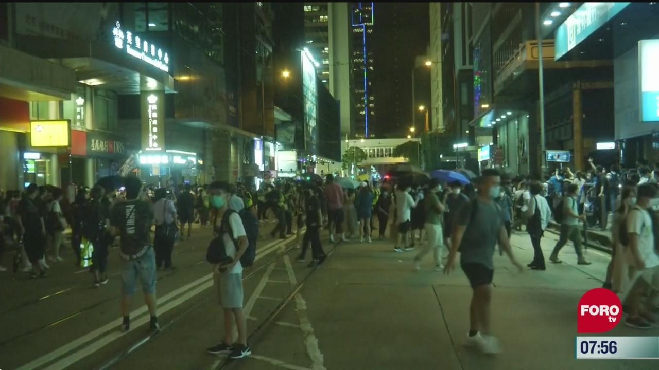 policia dispersa a manifestantes en hong kong