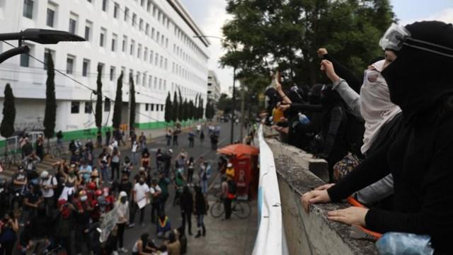Fiscalía investiga actos vandálicos durante marcha en CDMX