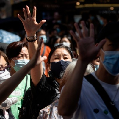 China promulga ley de seguridad en Hong Kong, con penas de cadena perpetua