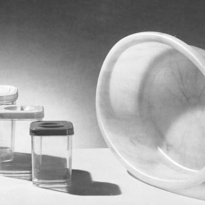 ¿Cómo limpiar las manchas de alimento de los recipientes de plástico?