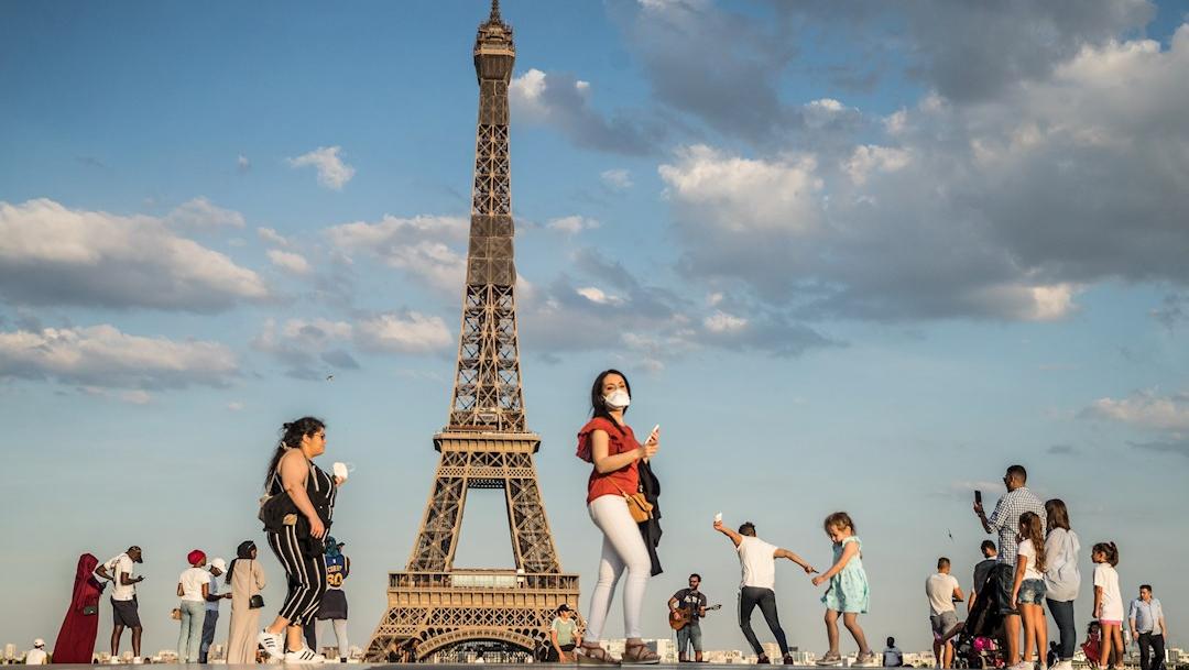 FOTO: Torre Eiffel abre sus puertas el 25 de junio tras cierre por COVID-19, el 9 de junio de 2020